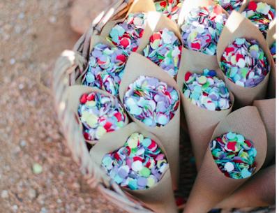Sustituir el arroz por confeti, da color y alegria a la boda