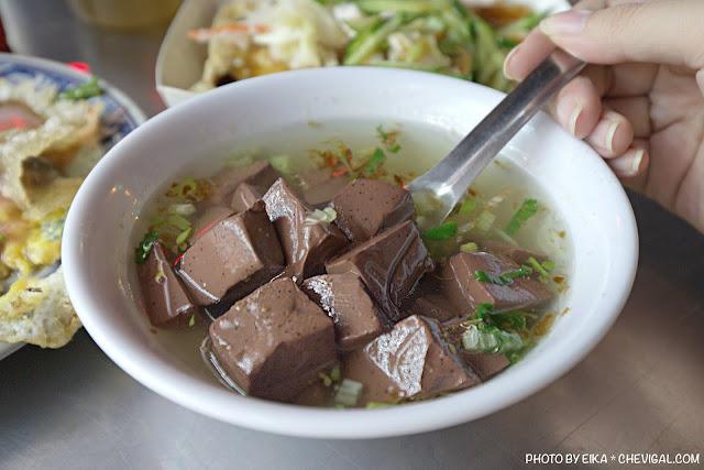 MG 0887 - 中華夜市臭豆腐蚵仔煎,還沒開攤就有客人在守候!營業至凌晨3點夜貓子最愛