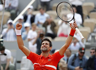 Djokovic powers past Hurkacz