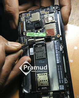 cara melepas atau copot soket pada slot simcard asus zenfone 5 - pramud blog