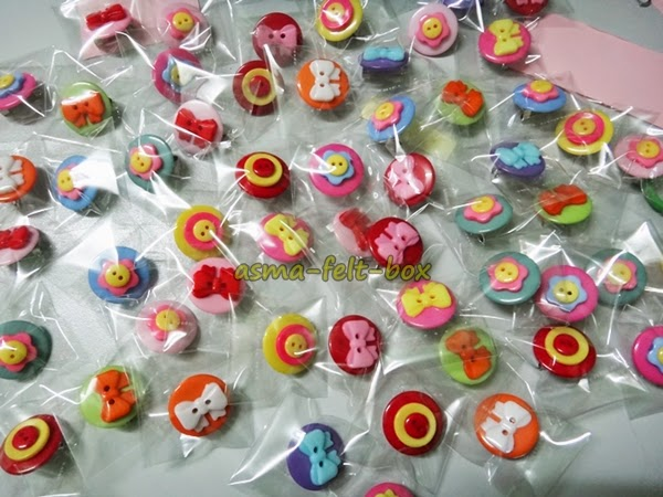 Borong Koleksi Yummy Button Brooch yang Cute Miut!