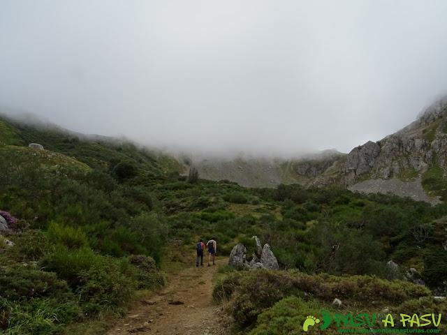 Ruta a Peña Chana: Camino al Alto de Muñón