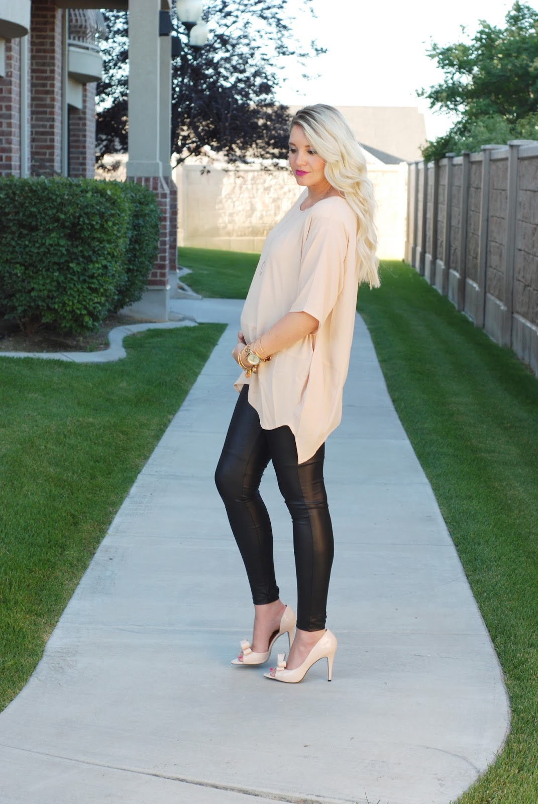 Pregnant Outfit, Bow Heels, Leather Leggings