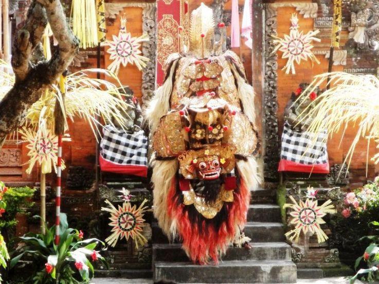 Menonton Tarian Barong dan Keris di Desa Batubulan - Batubulan, Tari Barong & Keris, Gianyar, Bali, Liburan, Perjalanan, Wisata, Tour, Rekreasi, Darmawisata, Tamasya, Objek wisata, Tujuan wisata, Destinasi wisata, Kawasan wisata