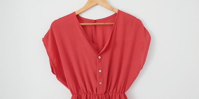 vestido-con-botones-en-escote-diy