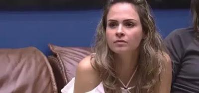 Ana Paula Renault durante uma das muitas discussões com Renan Oliveira, em quem aplicou dois tapas no rosto
