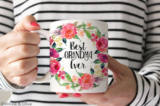 This pretty, floral Best Grandma Ever mug would make a perfect gift for any new grandmother.
