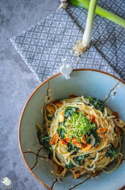vegetarische Pasta mit Taleggiokäse und Endivien