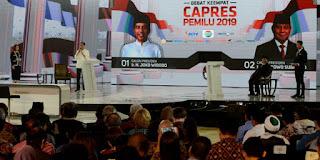 Capres nomor urut 01 Joko Widodo dan capres nomor urut 02 Prabowo Subianto saling menceritakan sering menerima tuduhan yang bukan-bukan. Mereka menyampaikan itu dalam debat capres keempat.