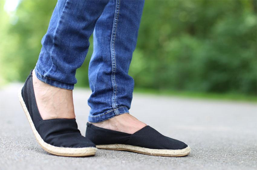 Bomberjacke Lace-Up Body und Jeans Schuhe