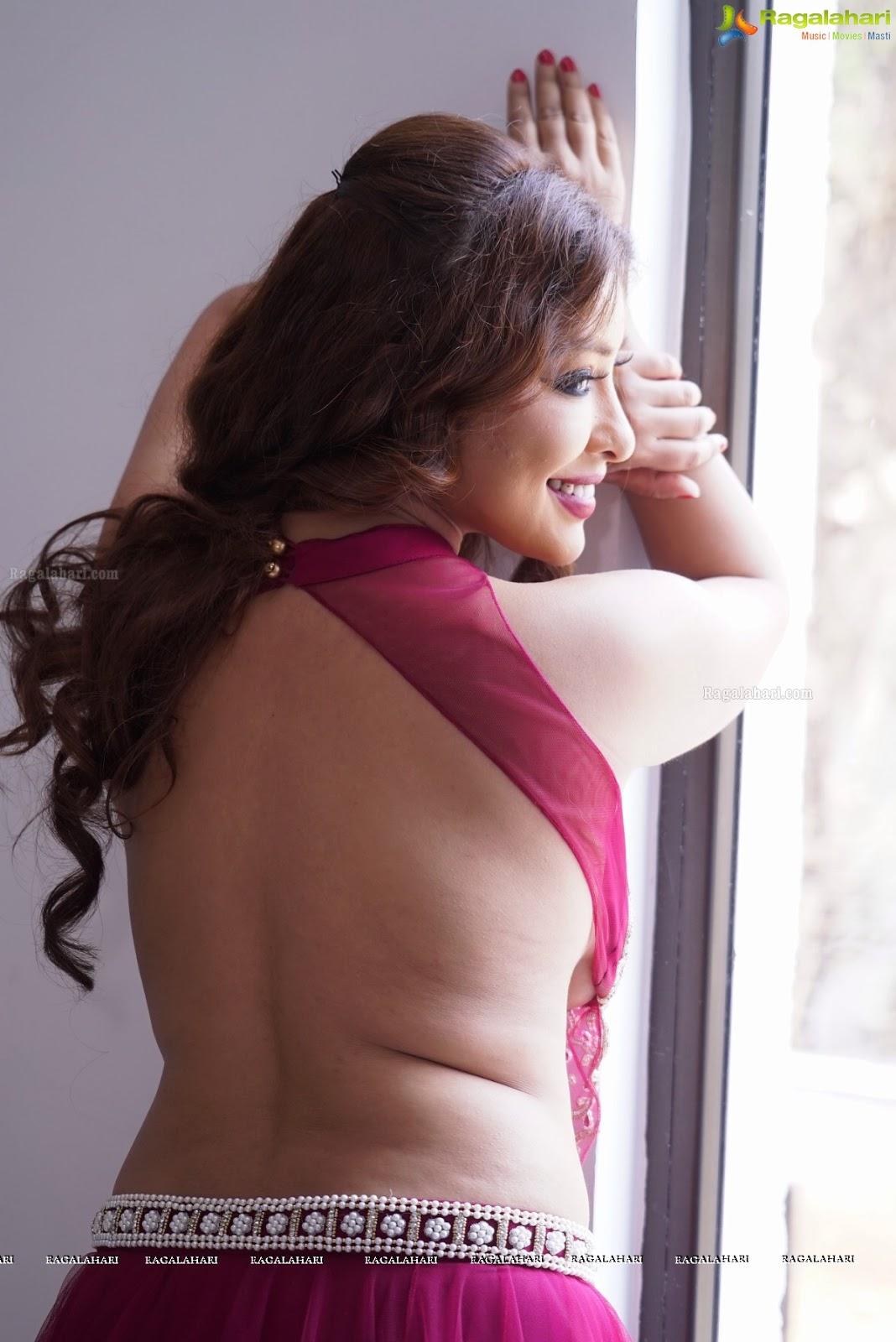 brunette mature big tits nude
