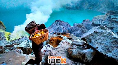 penambang belerang di kawah gunung ijen