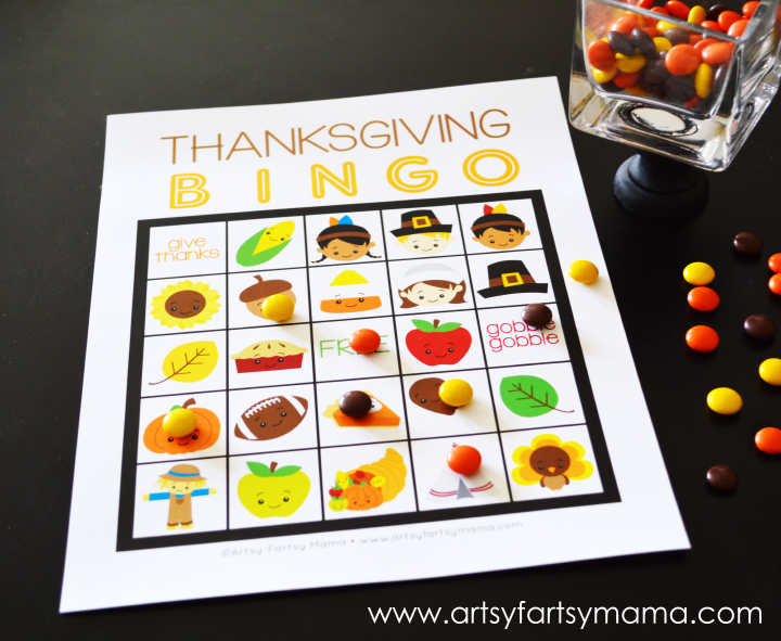 Free Printable Thanksgiving Bingo at artsyfartsymama.com #Thanksgiving #freeprintable #printable #bingo