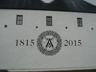 stena pálenica s rokmi a znakom
