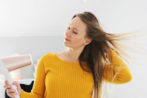 Jak prawidłowo suszyć włosy suszarką? - czytaj dalej »