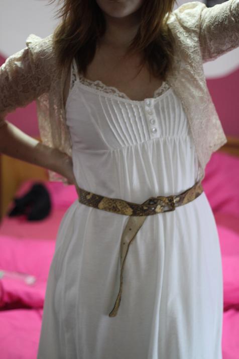Tenue du jour : la petite robe blanche esprit lingerie
