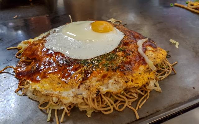 El Okonomiyaki de Mar, con huevo :: Samsung Galaxy S7 | ISO160 | Canon 4.2mm | f/1.7 | 1/60s