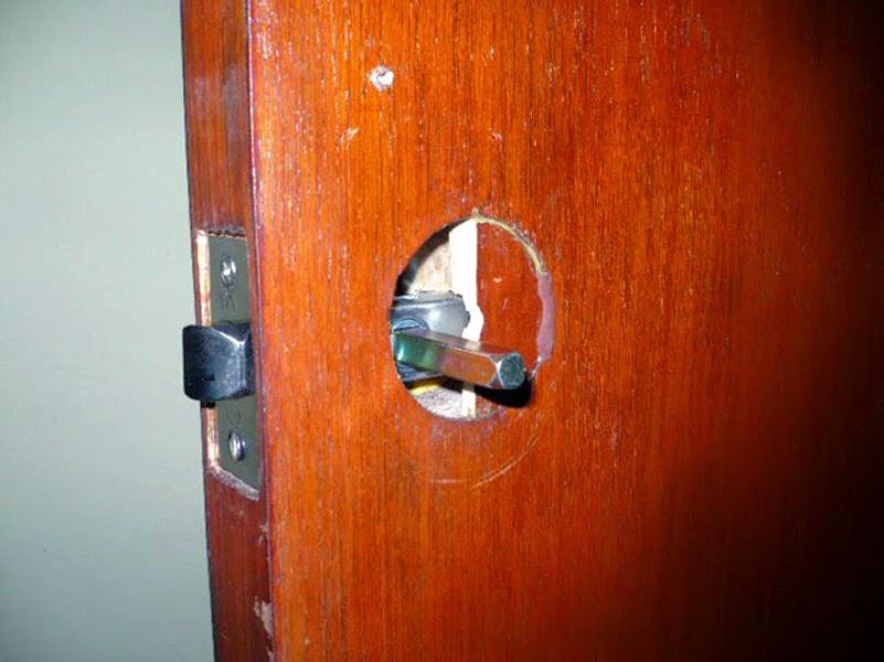 Como arreglar un agujero en una puerta de madera hueca for Como arreglar una puerta de madera