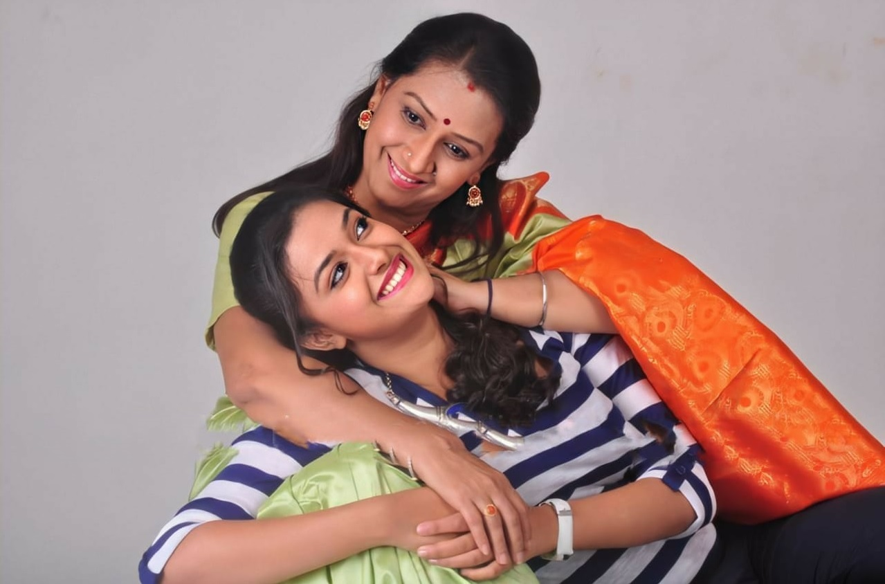 Keerthy Suresh Chubby Cheeks Smile with her lovely Mother Menaka Suresh