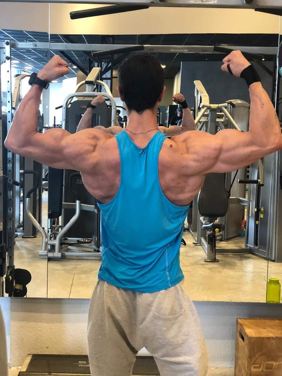 Treino de musculação de Yesudian Yamada. Foto: Samuel Fortunato