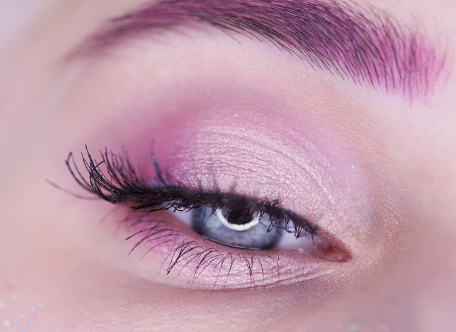 макияж глаз с розовыми тенями