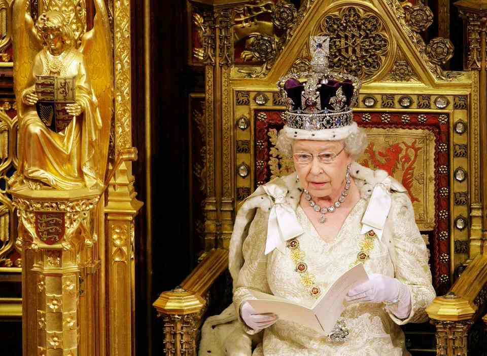 Τα παράξενα προνόμια της Βασίλισσας της Αγγλίας