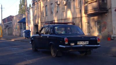 Stary samochód na peryferiach Odessy