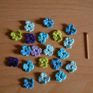 opskrift små hæklede blomster