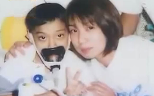 عندما مات ابنها بعمر 9 سنوات بعد صراع مع المرض دام 4 سنوات، لم تذرف دمعة عليه. عندما عرفت السبب، لم أستطع التوقف عن البكاء.