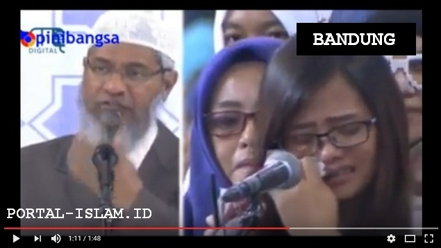 Tangis Haru Iringi Mahasiswi Ini Bersyahadat Dalam Acara DR Zakir Naik di Bandung