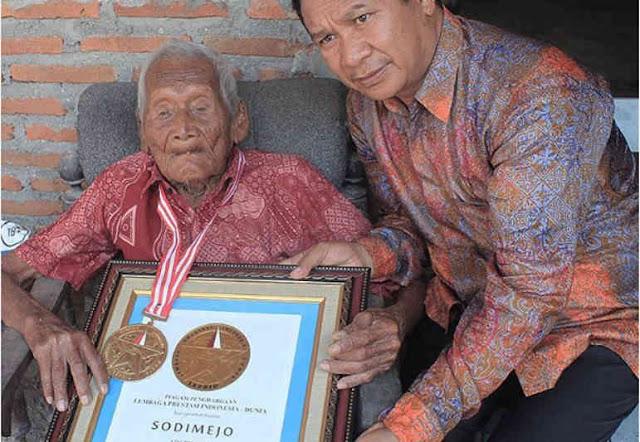 homem anciao velho - Conheça Mbah Gotho, o homem mais velho do mundo