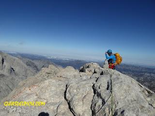 Fernando Calvo Guia de alta montaña de Picos de Europa, UIAGM escalar el Naranjo con Guía