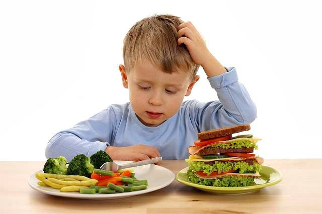 Los niños deben aprender a comer para evitar ser obesidad y diabéticos