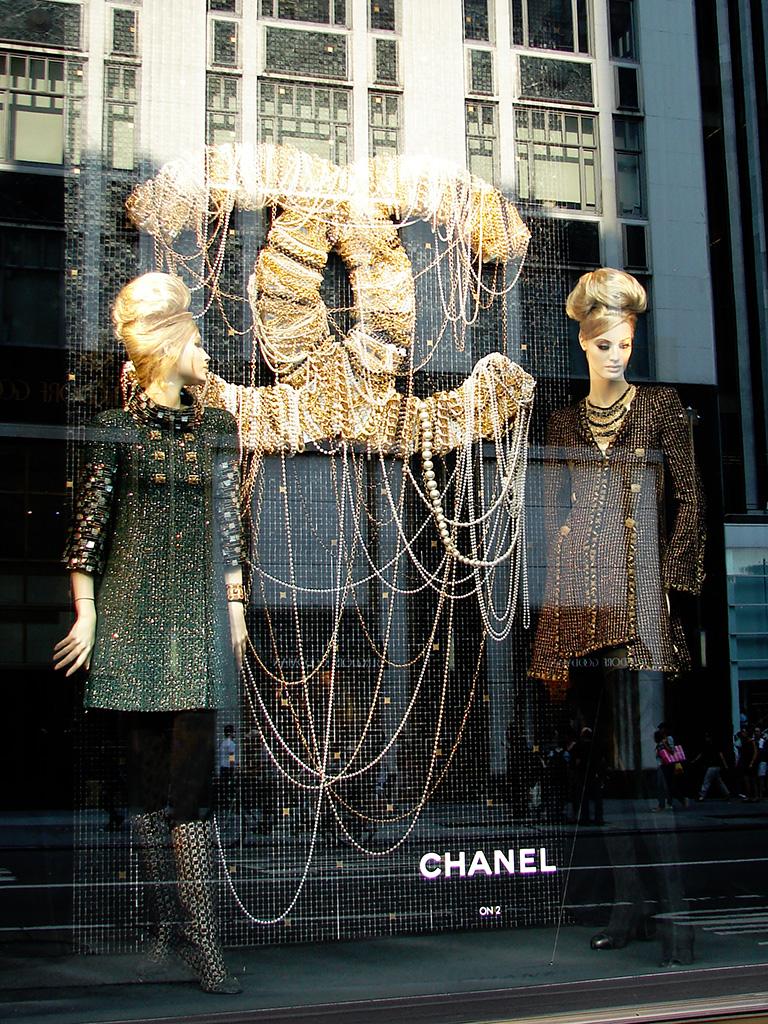 """Beautiful Window Displays!: Chanel """"Paris-Byzance"""" Window ..."""
