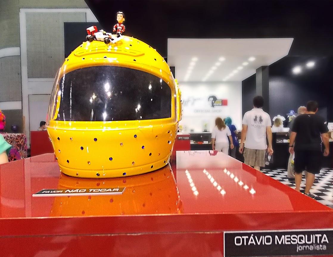 capacete feito por Otavio mesquita em homenagem a Ayrton Senna