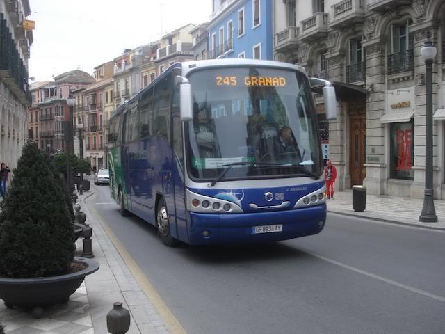 De ônibus do aeroporto ao centro de Granada