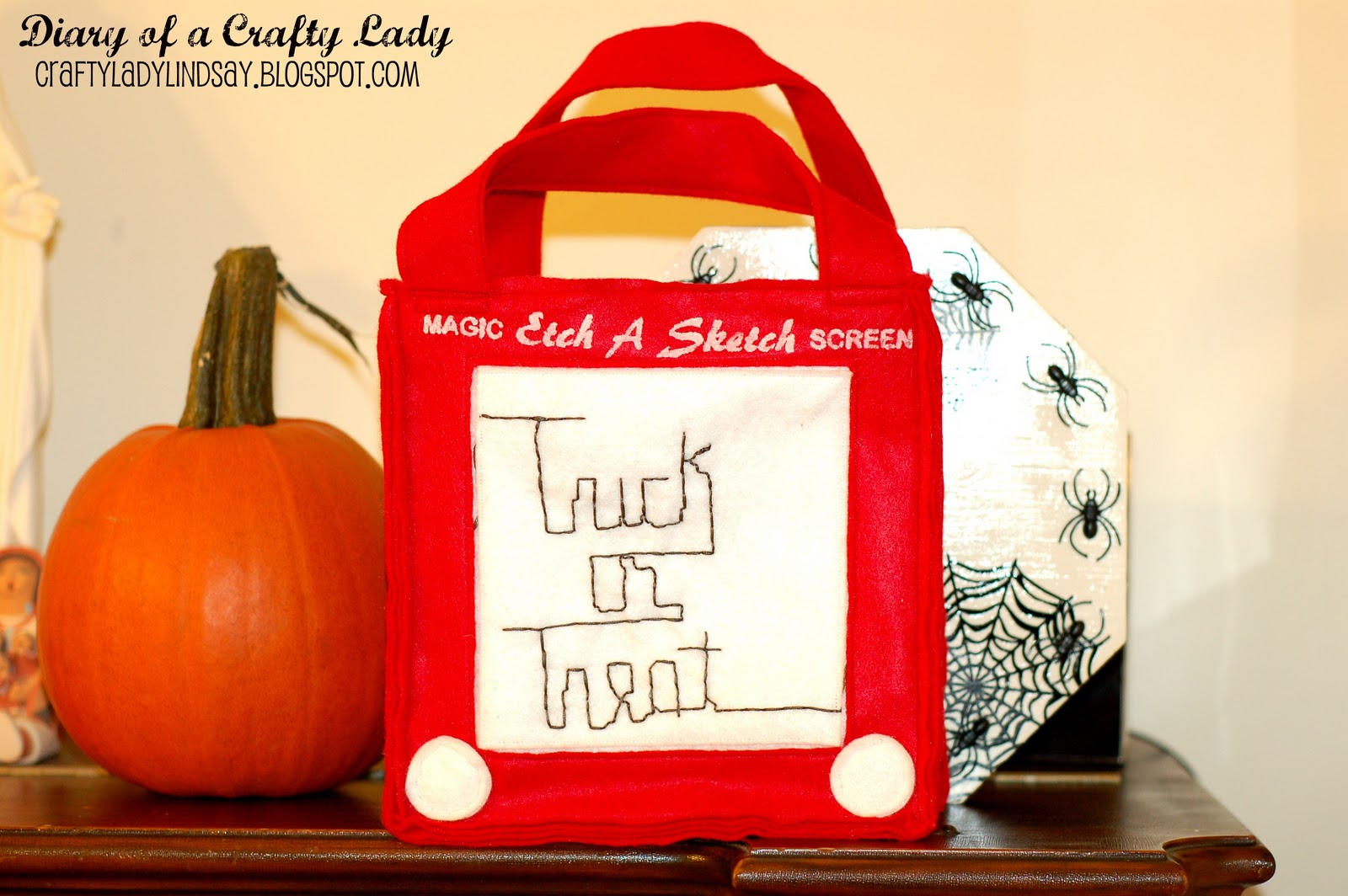 Diary of a Crafty Lady  Felt Trick-or-Treat Bag - Etch A Sketch! 62348e384e1a
