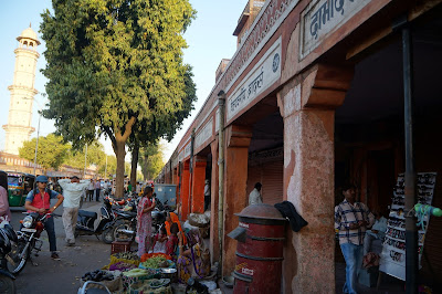 Pelataran pasar di Jaipur, India