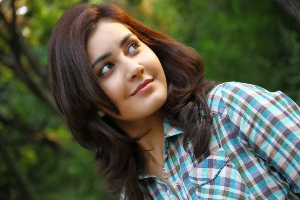 Telugu Actress Rashi Khanna Long Hair Closeup Face