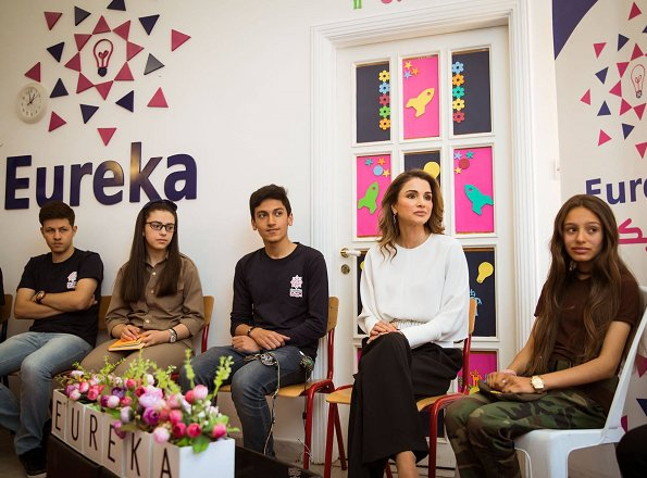 Queen Rania visited Eureka Tech Academy on Wednesday and met with academicians and students. Queen Rania style blouse