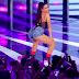 De short e body transparente, Anitta é destaque em premiação