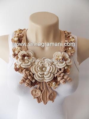 Colares e Cordões de Crochê com Flores