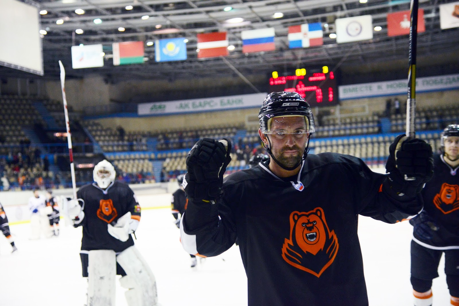 Корнеев, краги купи Как Салават Юлаев открыл сезон