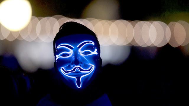 """Liberen a Assange o lo pagarán"": Anonymous advierte a EE.UU. y Reino Unido de la ""revolución"" que se avecina"