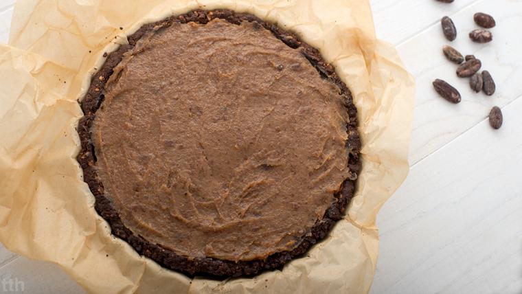 Tarta czekoladowa z kaszy gryczanej z solonym karmelem daktylowym wegańska bezglutenowa kuchnia roślinna blog