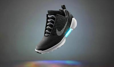 Nike lanza tenis de ' Volver al futuro' que se ajustan automáticamente al pie