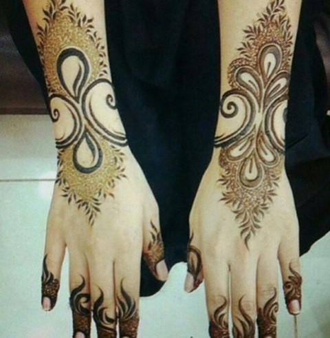 Gambar Henna Terbaru Di Kedua Tangan Wanita Baik 7