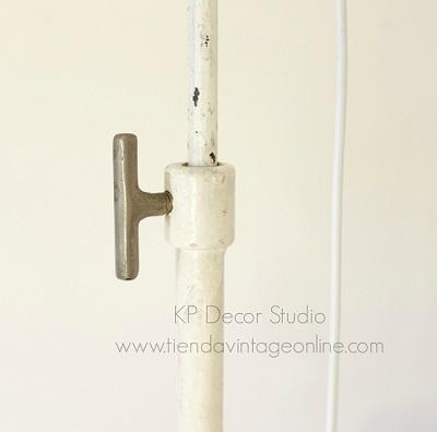 Lámparas de pie antiguas estilo vintage industrial