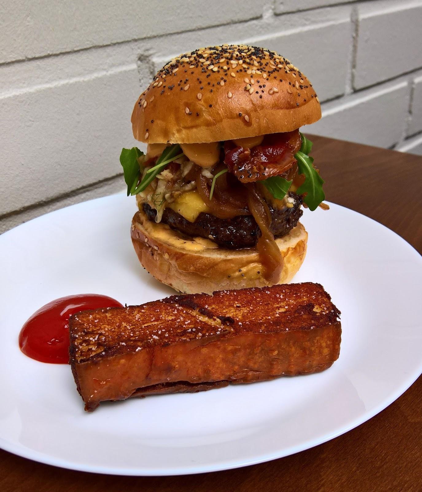 Jyväskylä hampurilaistesti hampurilainen burger mallaspulla ruokablogi lounge jyväskylä