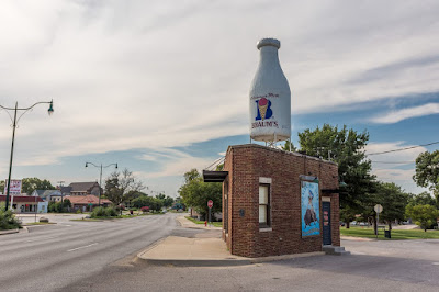 ice cream stand  Route 66 Oklahoma_by_Laurence Norah